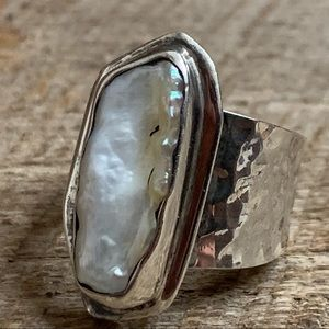 950 Hammered Silver Abstract Pearl Ring